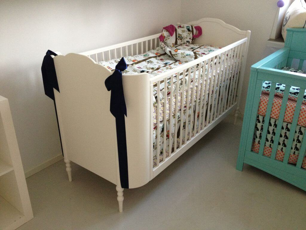 Patut din lemn bebelusi